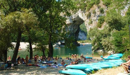 Camping Dans Les Gorges De L Ardeche Camping A Vallon Pont